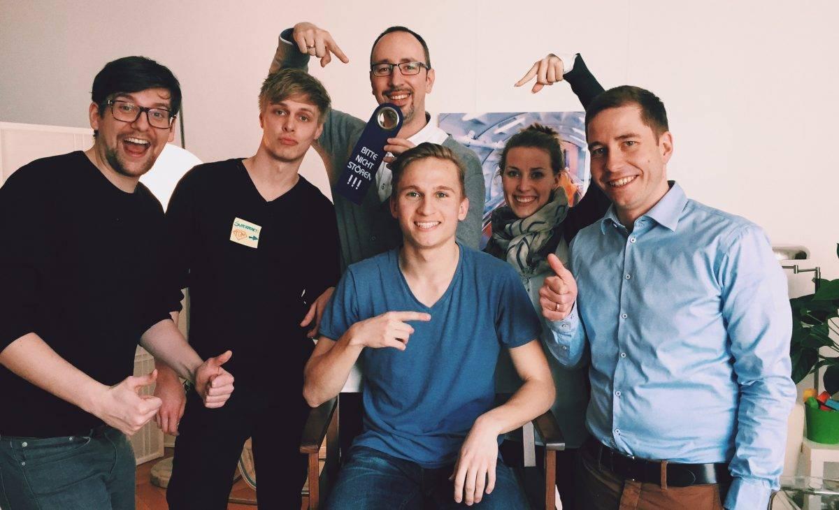 Schülerpraktikant Tom und das jobEconomy-Team